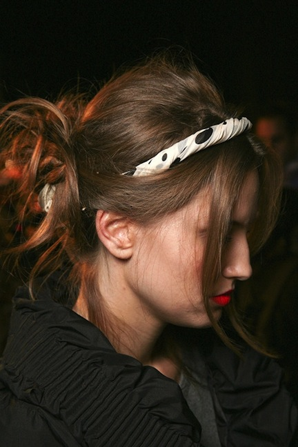 5 simple hairstyles for a lazy hair day - headband