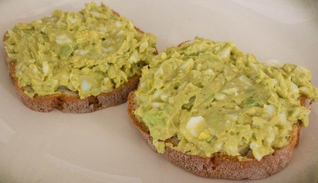 spicy avocado egg salad