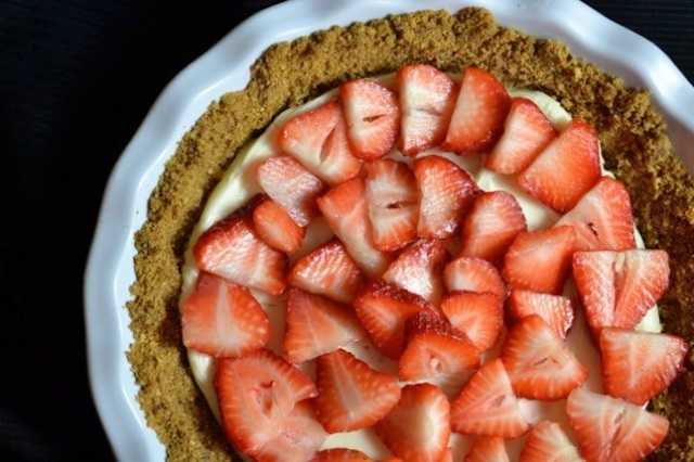strawberry chocolate pie